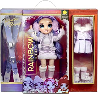 Rainbow High Winter Break Violet Willow - Paarse fashion pop met 2 outfits, sneeuw uitrusting & standaard - Inclusief Ski'...