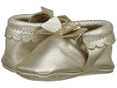 Freshly Picked Soft Sole Bow Moccasins (Infant/Toddler) (Platinum) Girl