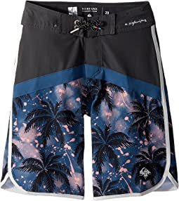 Quiksilver Kids - Crypt Scallop Boardshorts (Big Kids)