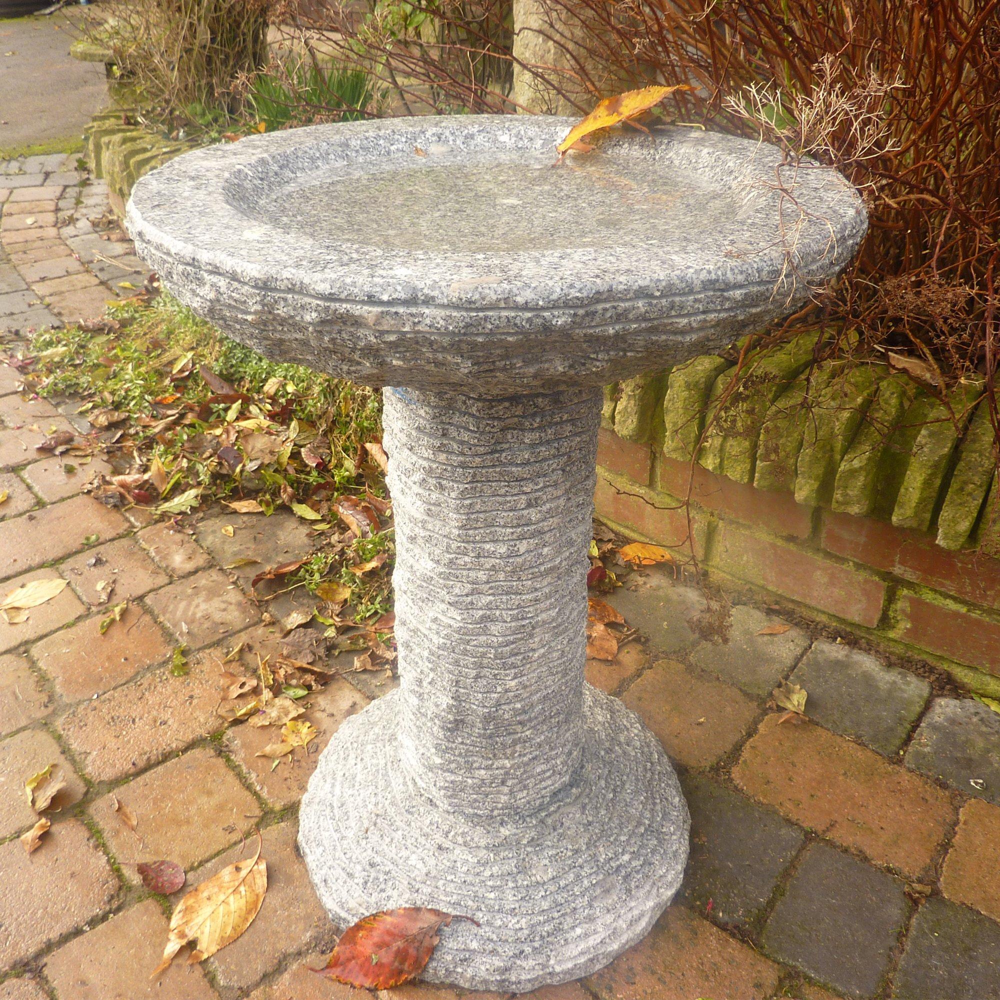 Pájaro de jardín de baño Feeder – Highland granito Natural piedra bebedero para pájaros: Amazon.es: Jardín