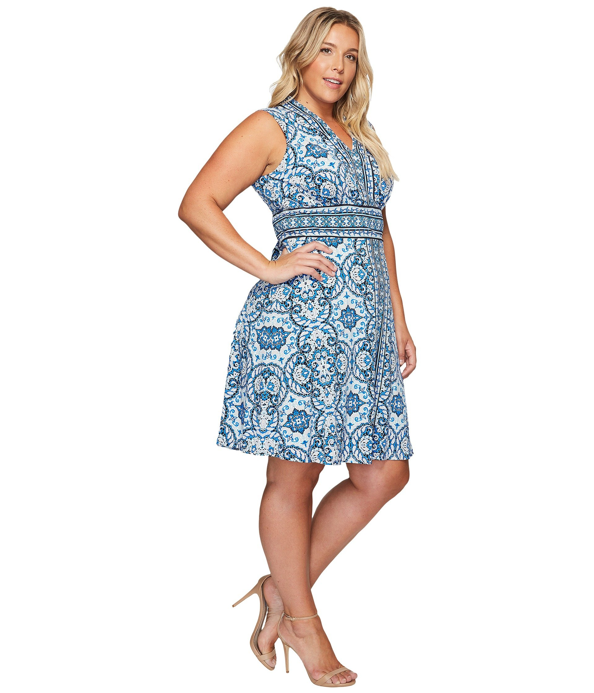 Jan 10,  · Re: Any clothes stores for plus size women in London? Jan 10, , PM M&S have a good range and Evans specializes in plus sizes but most department stores will have a good selection.