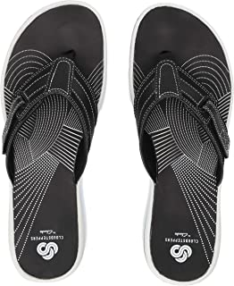 196dc945be5cac Amazon.com  CLARKS - Flip-Flops   Sandals  Clothing