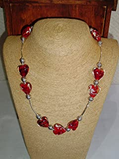 Gargantilla de Murano y plata con forma de corazones en rojo. 50 cm