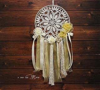 Atrapasueños con flores y cintas