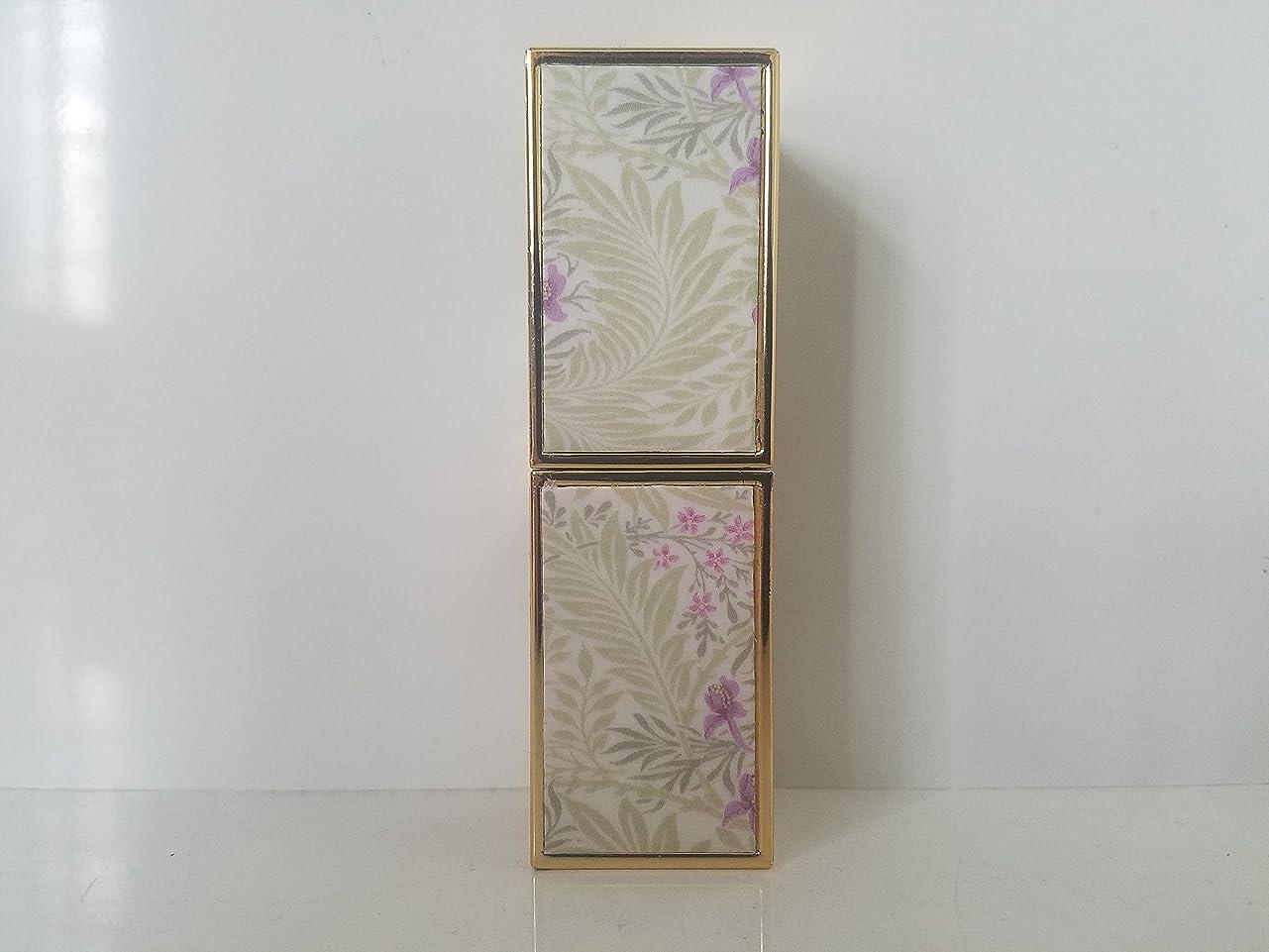 吸い込む累計集計紫色の花と葉 ビューティー メイクアップ リップクリーム 口红
