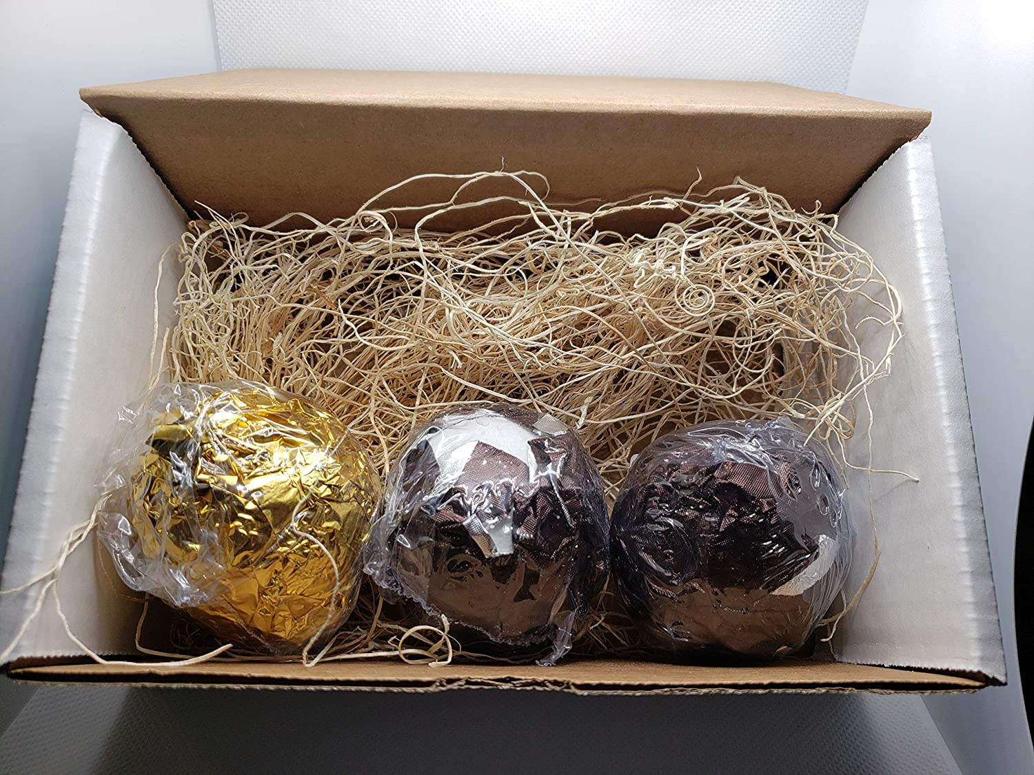 Set of 3 Bath Bombs in unisex Bargain Twilight Patchouli by and Woods Musk with
