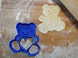 Taglia Biscotti di un orsecchiotto che abbraccia un cuore