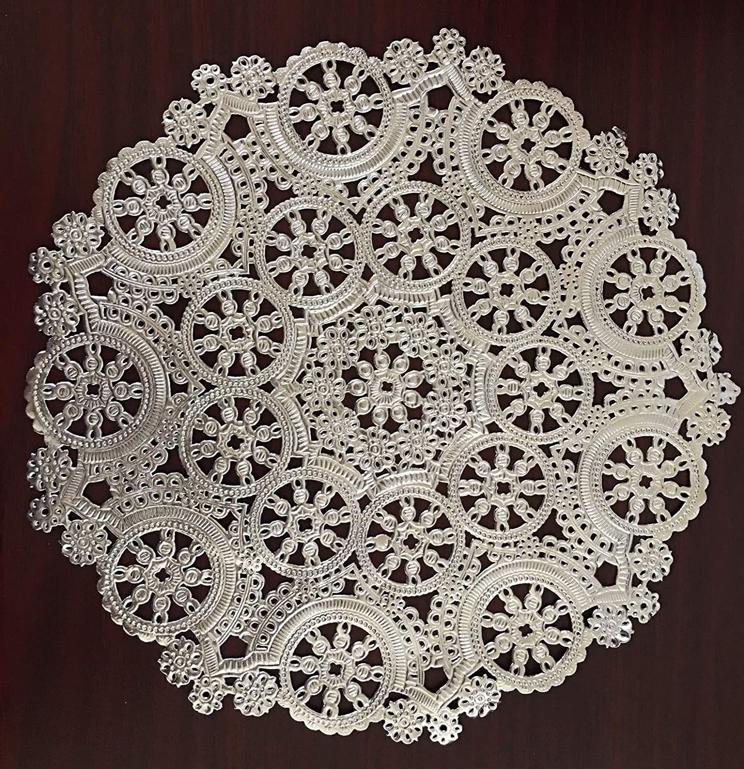Royal Lace online shop Round Foil Doilies 4-Inch 24 Large-scale sale Silver of B2650 Pack
