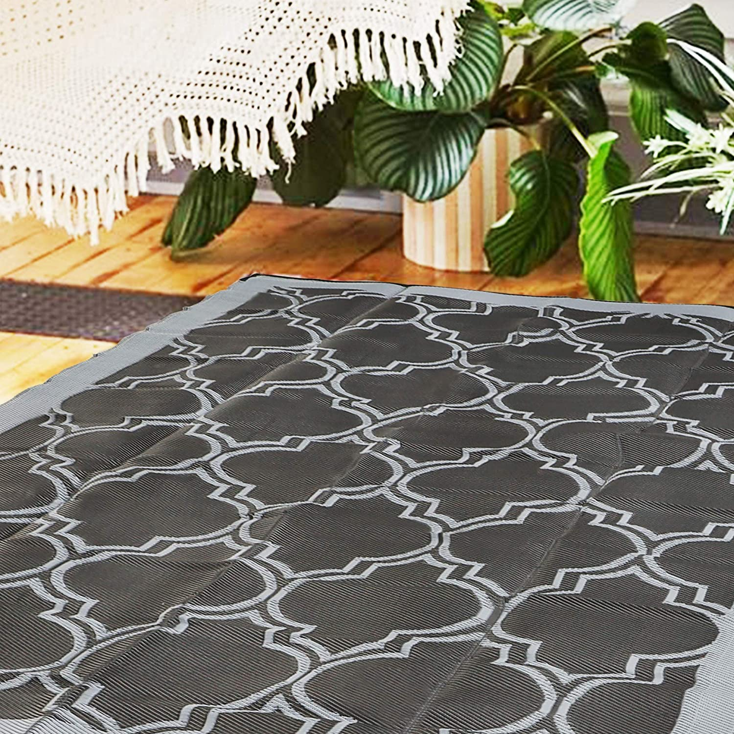 SAND MINE Reversible Mats, Plastic Straw Rug, Modern Area Rug, Large Floor Mat and Rug for Outdoors, RV, Patio, Backyard, Deck, Picnic, Beach, Trailer, Camping (5' x 8', Black Quatrefoil)