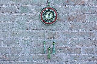Atrapasueños colorido gitano con borlas y mandalas.