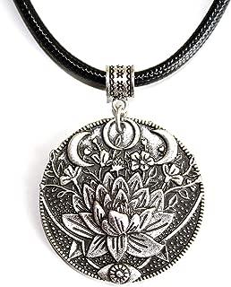 Collar Flor de Loto y Triple Luna - Regalo ideal para mujeres que practican Meditación y Yoga - Simbolismo de la Triple Diosa, el Renacimiento y la Plenitud - Grabado en ambos lados