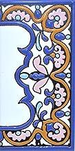 Borden met cijfers en nummers op veelkleurige keramische kachel. Handgeschilderde koordtechniek voor borden met naam, adre...
