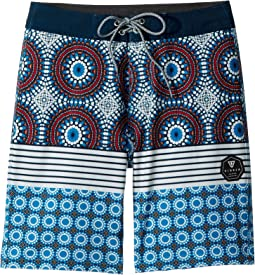 "Cayo Four-Way Stretch 17"" Boardshorts (Big Kids)"