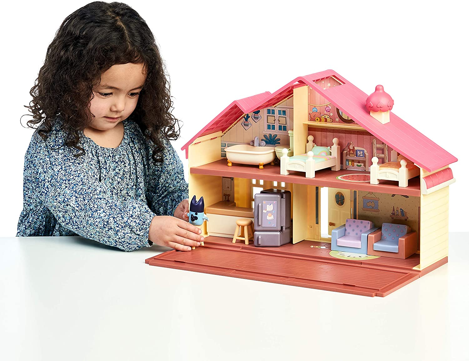Bluey Family Home Playset - Little girl setting up the Furniture & poseable Figure