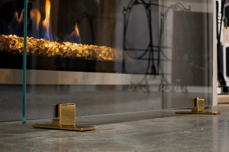 Amazon Com Modern Fireplace Glass Screen 39 H X 29 W The Elegant Clear Glass Screen With Brass Golden Feet Medium Medium Decorative Screen Made In Usa Home Kitchen