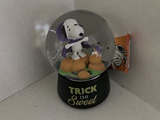 PEANUTS SNOOPY AS COUNT DRACULA VAMPIRE MUSICAL SNOWGLOBE WITH SWIRLING BATS HALLOWEEN