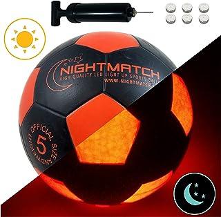 NIGHTMATCH Balón de Fútbol Ilumina Incl. Bomba de balón - LED Interior se Enciende Cuando se patea – Brilla en la Oscuridad - Tamaño 5 - Tamaño y Peso Oficial Negro/Naranja