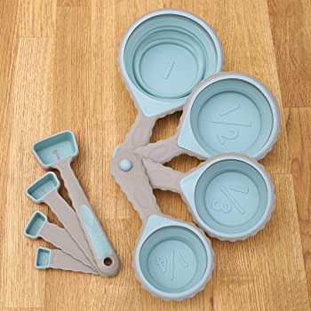 Plastic Measuring Tools Set - Cups and Spoons - 8 Pieces