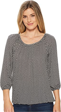 Graphic Chevron Scoop Neck Top