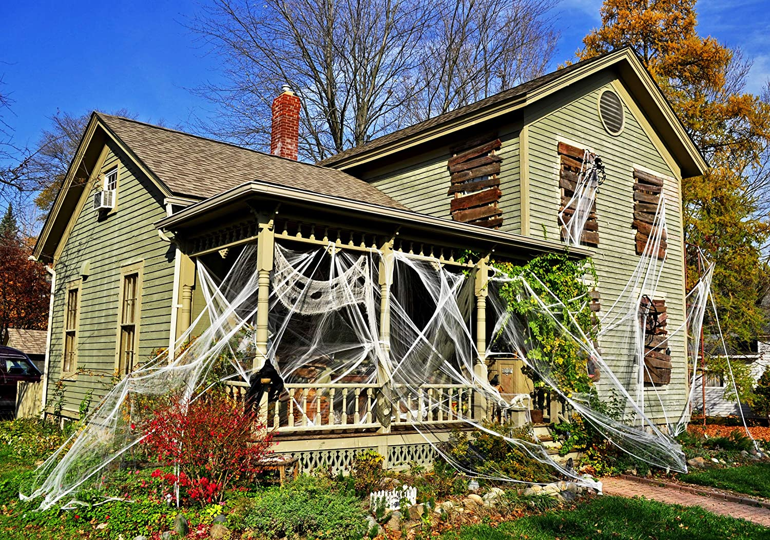 Lilly and the Bee Novelties Creepy Cobwebs Deluxe Halloween Decor Pack 800 Square Feet Fake Spider Web