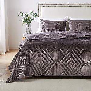 Barefoot Bungalow Riviera Velvet Quilt and Pillow Sham Set, 2-Piece Twin/XL, Storm Gray