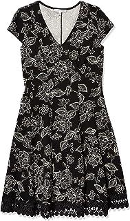فستان حريمي من Sandra Darren مصنوع من قطعة واحدة بأكمام قصيرة ورقبة على شكل حرف V وبقصة ضيقة