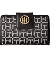 Tommy Hilfiger - TH Serif Signature Medium Snap Flap