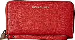 156a39ec327b2f 2. MICHAEL Michael Kors. Mercer Large Flat Multifunction Phone Case