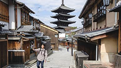 Discover Kyoto, the old capital of Japan: virtually shop and learn about its history at Higashiyama
