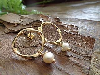 ⊹⊱ TAPPO A CERCHIO ROTATO IN ORO PLACCATO CON PERLA D'ACQUA DOLCE ⊰⊹ orecchini color oro, vere, piccole perle, tasselli, p...