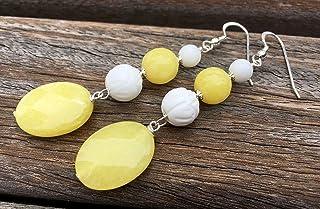 Orecchini in argento 925 giada gialla e conchiglie bianche, pendenti lunghi, gioielli contemporanei, bijoux creati a mano,...