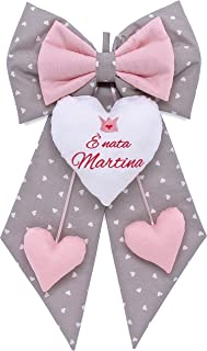 Fiocco nascita bimba grigio a cuori e rosa da personalizzare. coccarda per nascite personalizzata con frase e disegno rica...