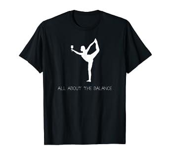 Amazon.com: Yoga equilibrar – Camiseta Yogi con vino vidrio ...