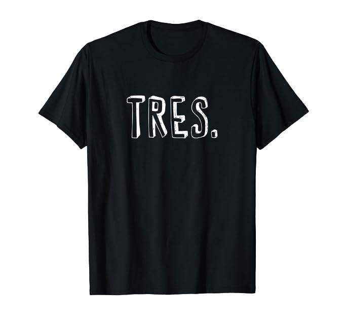 Amazon.com: TRES, Edad-aniversario-camiseta divertidas-en Espanol.: Clothing