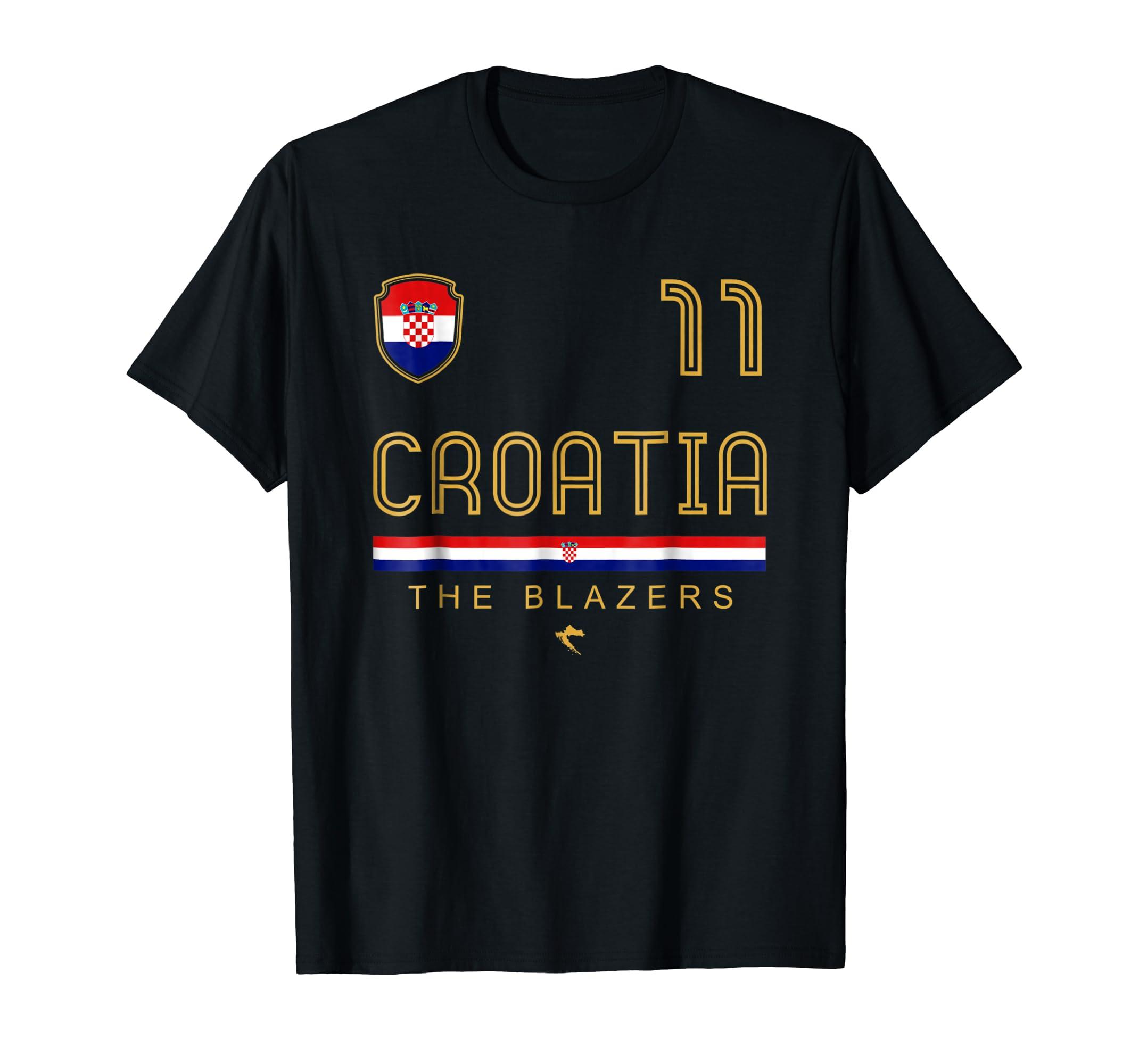 Amazon.com  Croatia Soccer Jersey T Shirt Vintage Football Team Gift   Clothing 4f2c446f4