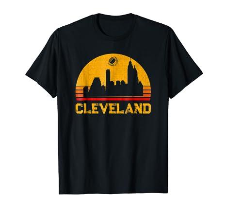 c95ac3367 Amazon.com  Classic Retro Vintage Urban Cleveland Ohio Football ...