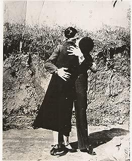 Bonnie and Clyde Kiss Photo Art American Gangsters Outlaws Photos Artwork 8x10