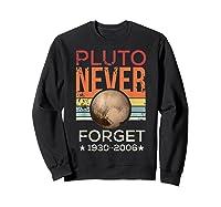 Pluto Never Forget 1930 - 2006 Space Vintage Lover Gift T-shirt Sweatshirt Black