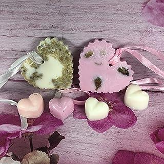 2 profumatori a forma di cuore in cera di soia e oli essenziali, in confezione regalo profumati alla camomilla e alla rosa...