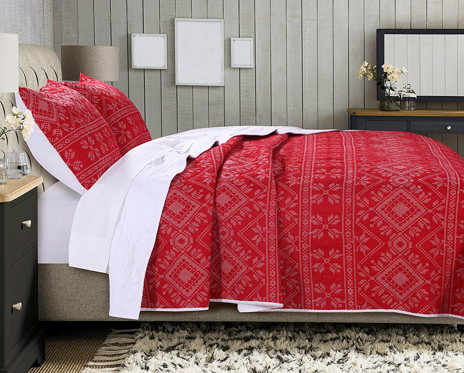 Greenland Home Holly Quilt Set with Cross Stitching, Red (3 Piece), Full/Queen