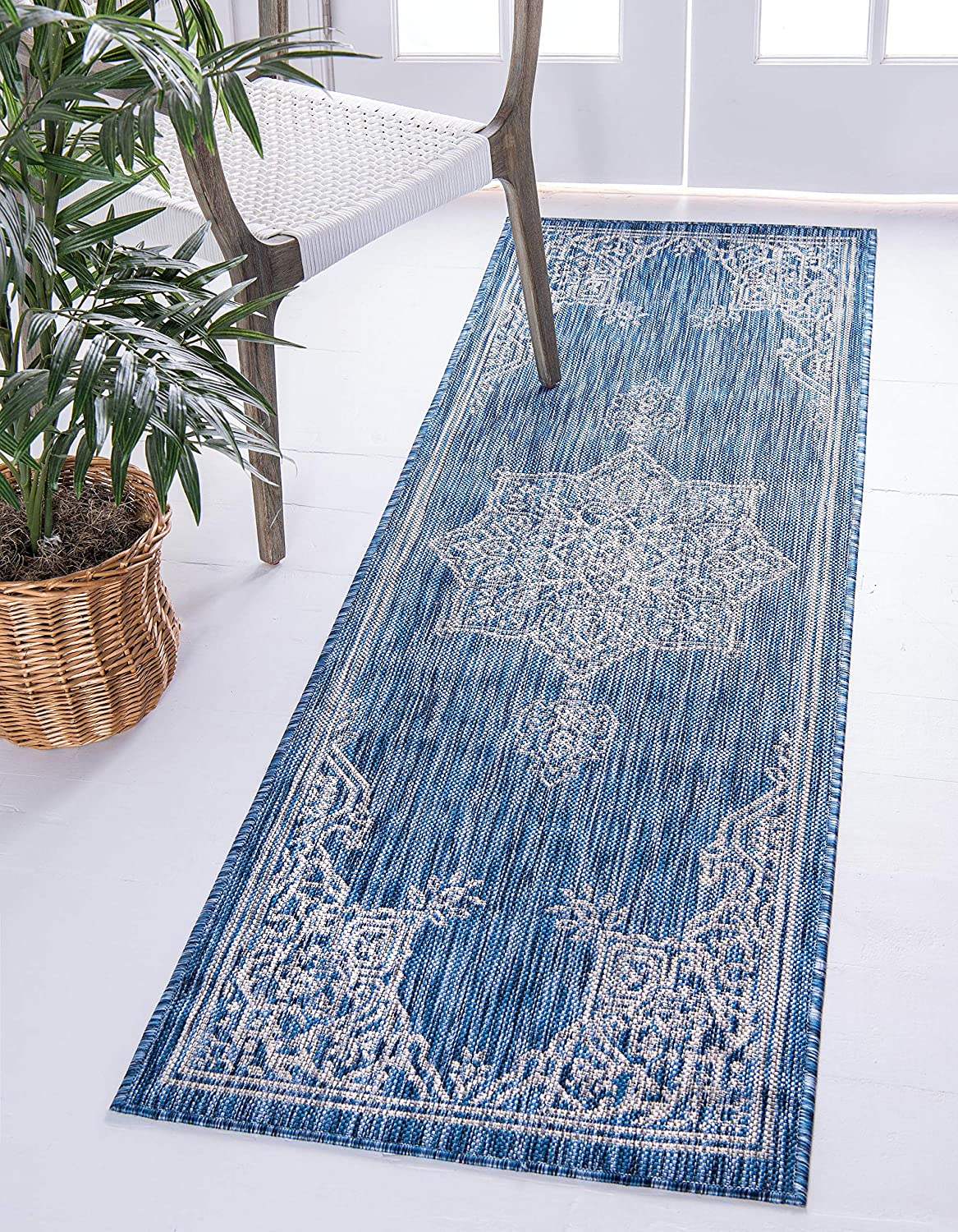 Unique Loom Outdoor Traditional Collection Classic Medallion Transitional Indoor and Outdoor Flatweave bluee  Runner Rug (2' x 6')
