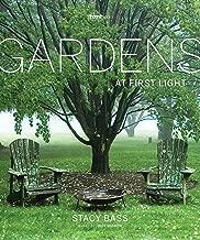 المنازل والحدائق في أول خفيف