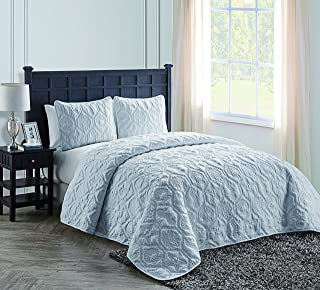VCNY Home Queen Quilt Set : Charming Beach Bedding Design, Lighweight Luxurious Microfiber in White ; 3 pc Set Includes Reversible Quilt, 2 Pillow Shams