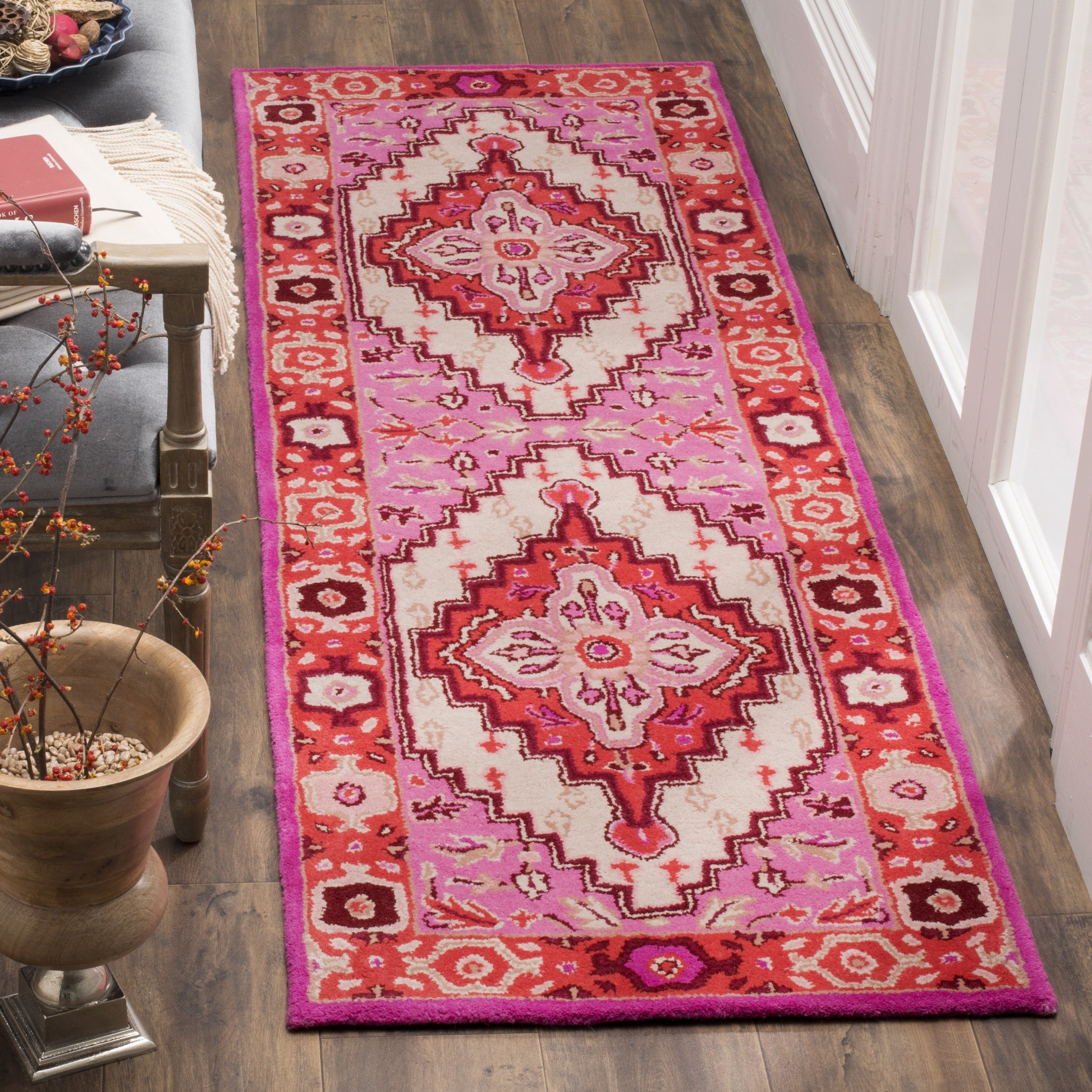 Amazon Com Safavieh Bellagio Collection Blg545a Handmade Medallion Premium Wool Runner 2 3 X 7 Red Pink Ivory Furniture Decor