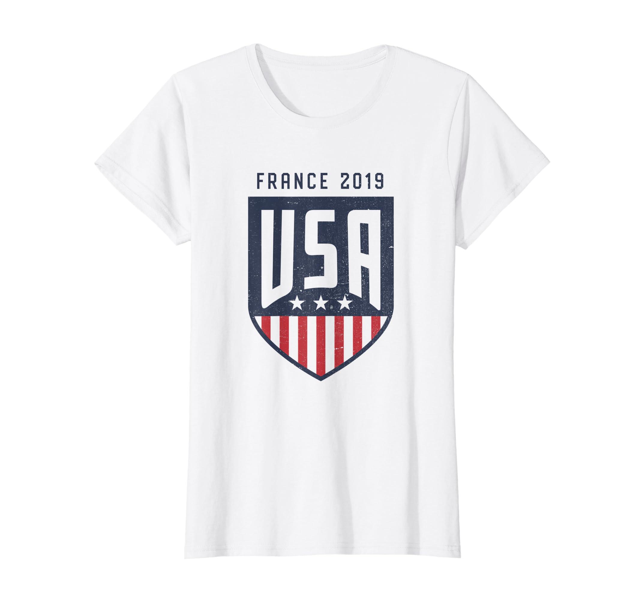 953ef570e0d Amazon.com  Vintage USA Soccer Team fan