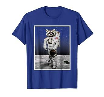 Amazon.com: Funny Espacio Racoon TSHIRT – Astronauta de los ...
