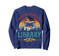 Vintage Everyday Should Be Library Day Owl Reading Book Gift T Shirt Sweatshirt Navy