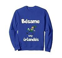 Besame Soy Irlandes Kiss Me I'm Irish In Espanol Shirts Sweatshirt Royal Blue