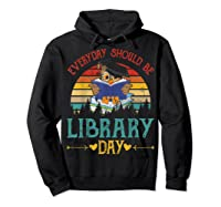 Vintage Everyday Should Be Library Day Owl Reading Book Gift T Shirt Hoodie Black