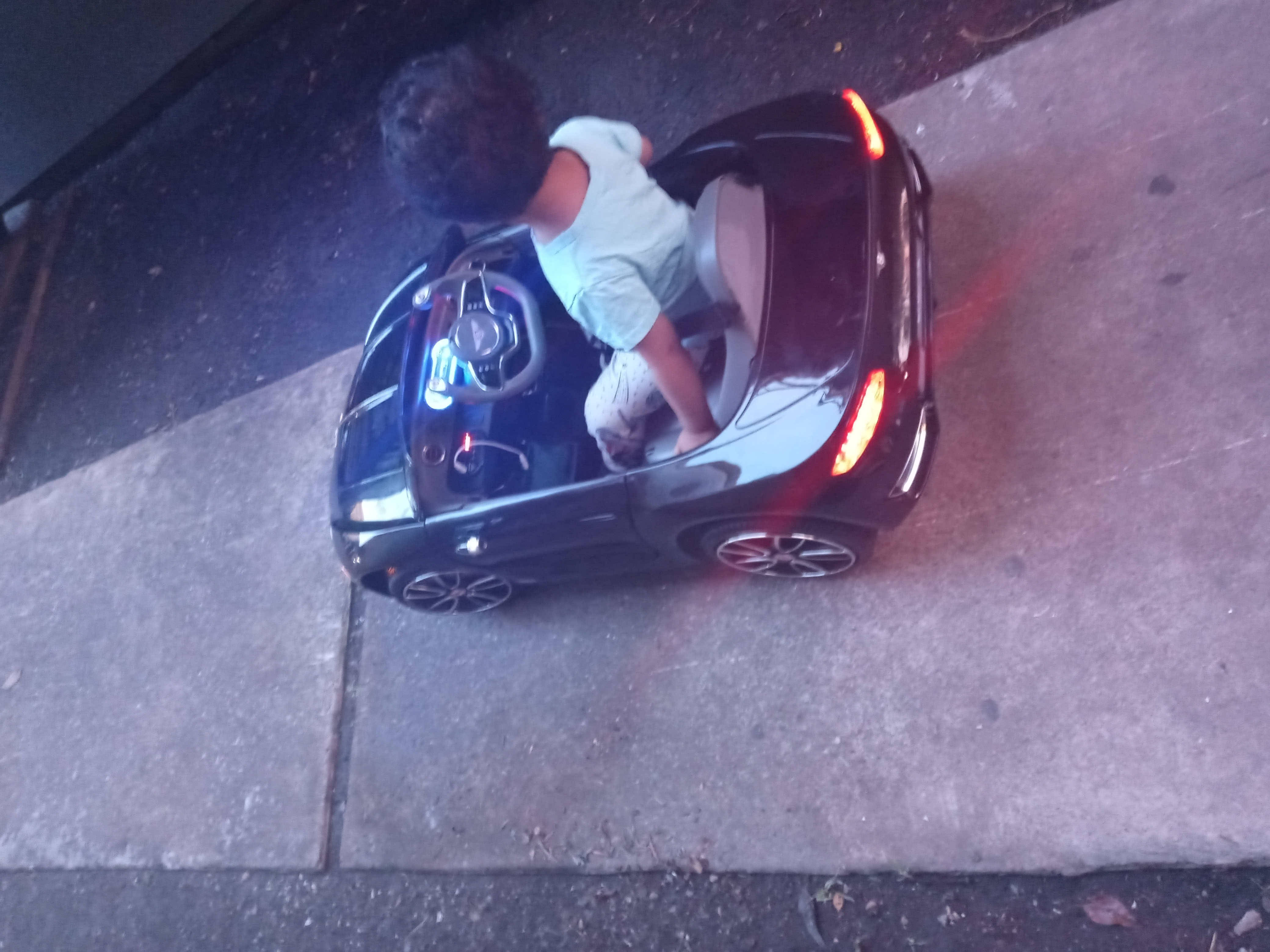 12V Bentley Licensed Electric Kids Ride On Car with Remote Control, Black photo review